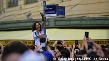 14.10.2018 *** Brazilian Monica Teresa Benicio, widow of murdered activist Marielle Franco, protests replacing a street sign with a sings reading Marielle Franco St., in the centre of Rio de Janeiro, on October 14, 2018. - 1000 street signs bearing the name of the slain activist Marielle Franco were handed out to protestors after a sticker with a street sign bearing her name was allegedly torn down by supporters of Presidential candidate Jair Bolsonaro. (Photo by CARL DE SOUZA / AFP) (Photo credit should read CARL DE SOUZA/AFP/Getty Images)