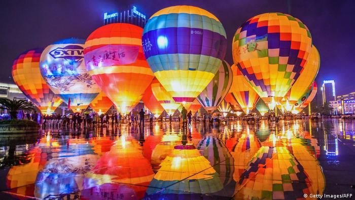 Colourful hot air balloons (Getty Images/AFP)