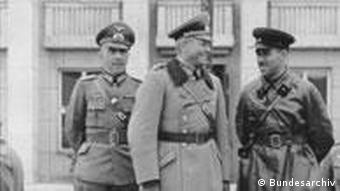 Парад в Бресте принимают генералы Гудериан и Кривошеин