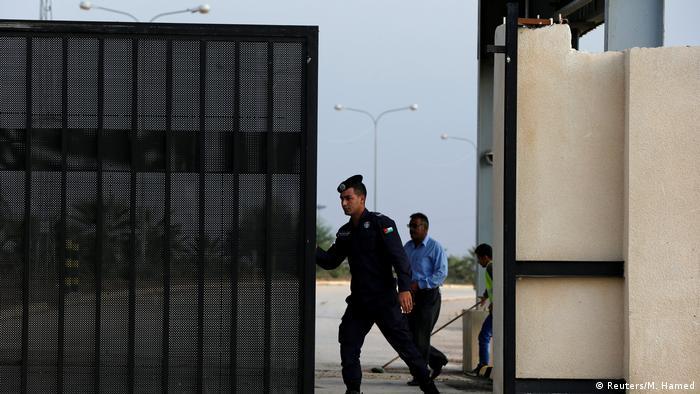 Israel and Jordan reopen key border crossings with Syria