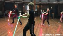 Russland Moskau Star Wars Fans im Saber Fighting School