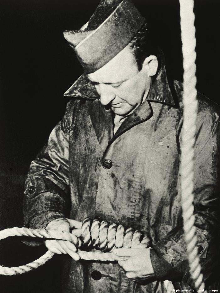 Nürnberger Prozeß, Scharfrichter Master Sergeant John C. Woods