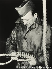Američki narednik Džon C. Vuds priprema vešala za osuđene u Nirnbergu