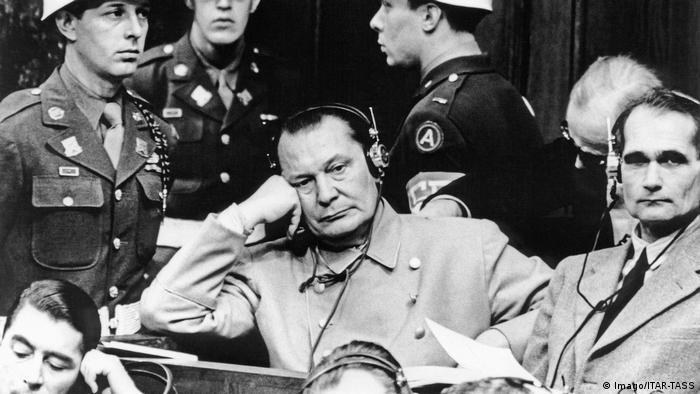 Хирман Гьоринг и Рудолф Хес по време на Нюрнбергския процес