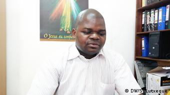 Mosambik Pfarrer Cantifula de Castro, stellvertretender Direktor von Radiosender Encontro