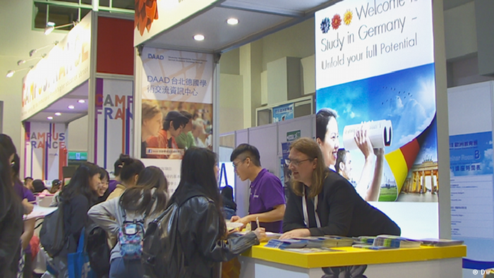 Taiwan Taipeh DAAD auf dem European Education Fair Taiwan (DW)