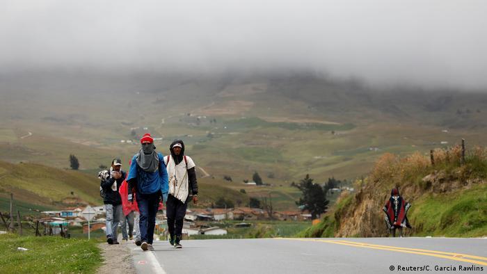 Flüchtlinge aus Venezuela auf dem Weg nach Kolumbien