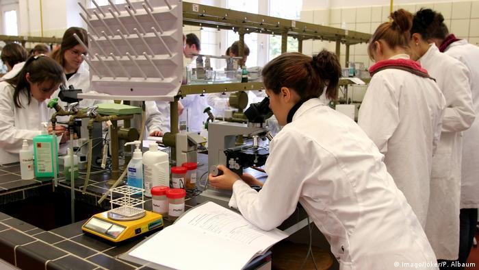 Боннский университет, занятия по микробиологии