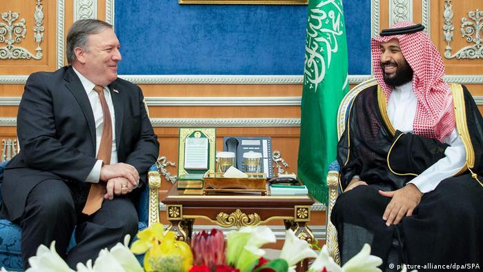 Amerykański sekretarz stanu Mike Pompeo w rozmowie z księciem Muhammadem ibn Salmanem