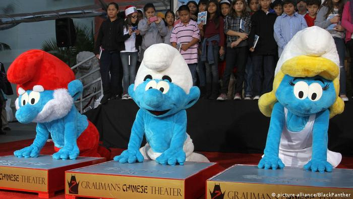 The smurfs place their handprints on Hollywood stars