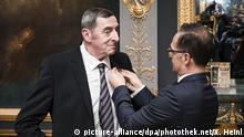 Frankreich Bundesaußenminister Maas überreicht das Bundesverdienstkreuz an Daniel Nivel