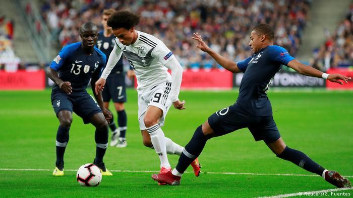 Sané entre dois franceses: linha ofensiva com Gnabry e Werner funcionou - ao menos no primeiro tempo