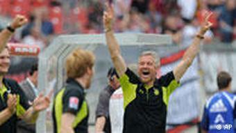 Hannovers glücklicher Interims-Trainer Bergmann. (Quelle: AP Photo/Christof Stache)
