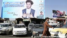 Afghanistan Kabul Wahlplakat Parlamentswahl (picture-alliance/AP Photo/R. Gul)