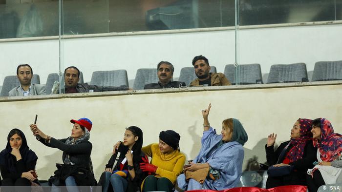 Iran Frauen in Stadion (ISNA)