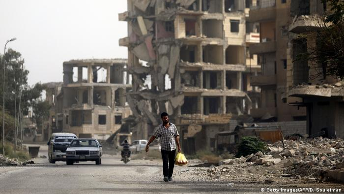 War-torn street in Raqa (Getty Images/AFP/D. Souleiman)