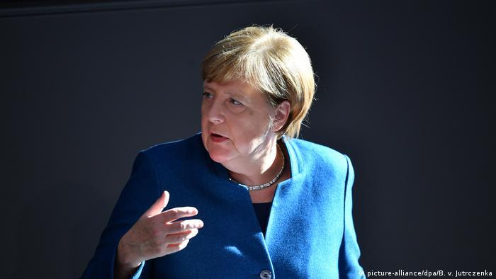 Deutschland | Regierungserklärung im Bundestag (picture-alliance/dpa/B. v. Jutrczenka)