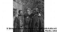 Frida Kahlo (centro), junto a su amiga Bernice Kolko (derecha).