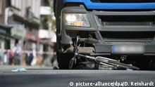 Deutachland | Fahrradfahrerin stirbt nach Unfall mit Lkw