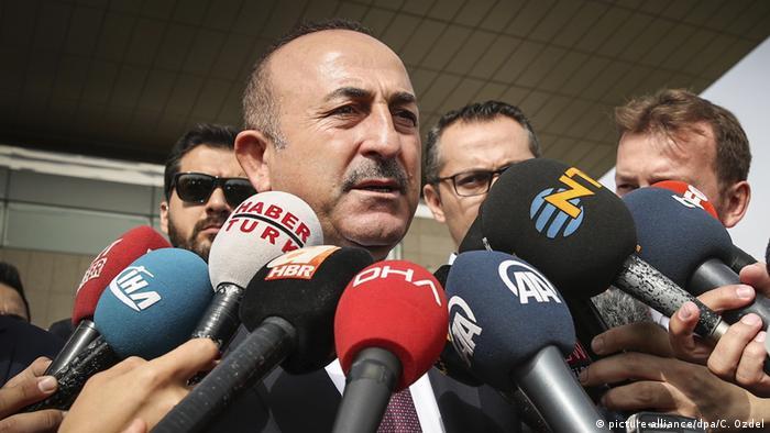 Türkei, Ankara: Mevlut Cavusoglu, Außenminister aus der Türkei, spricht nach einem Treffen mit dem US-Außenminister Pompeo