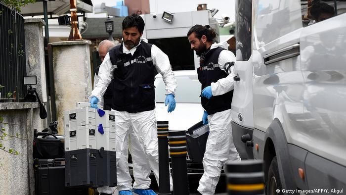 Türkei, Istanbul: Ermittler vor der Arabischen Botschaft (Getty Images/AFP/Y. Akgul)