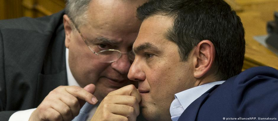 Alexis Tsipras und Nikos Kotzias (picture-alliance/AP/P. Giannakouris)