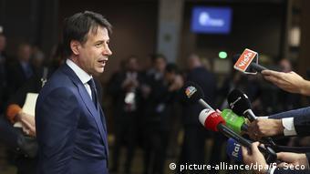 El primer ministro de Italia, Giuseppe Conte, ingresando a la cumbre de la UE en Bruselas en octubre de 2018.