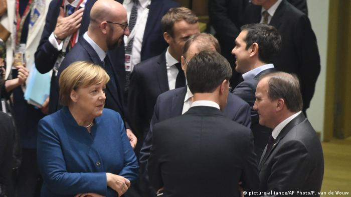 German Chancellor Angela Merkel, left, speaks with Swedish Prime Minister Stefan Lofven, right, and Dutch Prime Minister Mark Rutte, center, during a round table at an EU summit in Brussels (picture-alliance/AP Photo/P. van de Wouw)