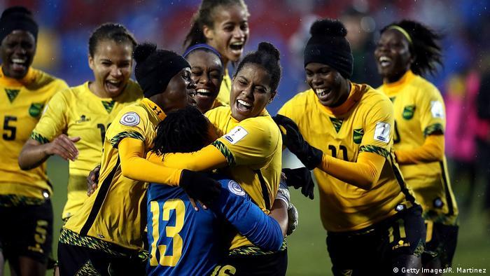 Jamaikas Frauen Erstmals Zur Fussball Wm Sport Dw 18 10