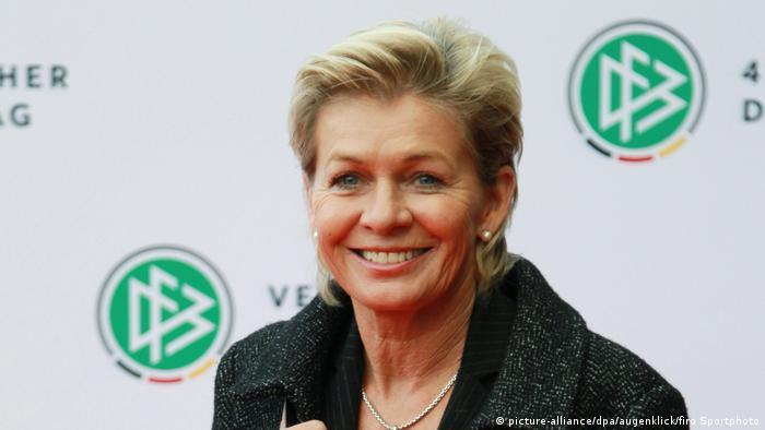 Deutschland   Silvia Neid auf dem 42. Bundestag des DFB (picture-alliance/dpa/augenklick/firo Sportphoto)