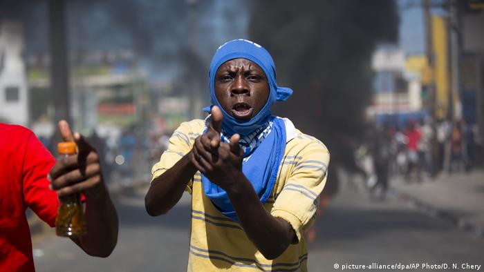 Haiti | Proteste gegen Korruption (picture-alliance/dpa/AP Photo/D. N. Chery)