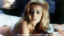 BELLE DE JOUR Filmstill Catherine Deneuve (picture-alliance/Mary Evans Picture Library)