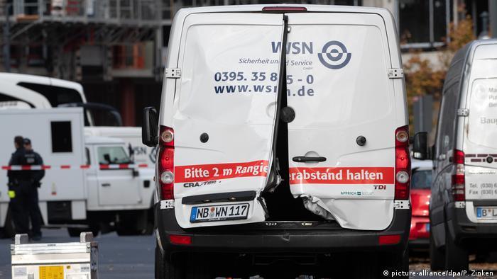 Автомобиль инкассатора поврежден в результате нападения инкассатора в Берлине