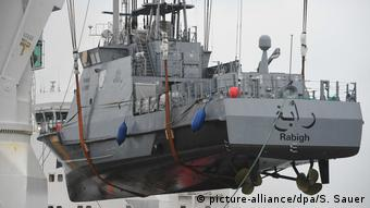 Deutschland Hafen von Mukran | Küstenschutzboot für Saudi-Arabien (picture-alliance/dpa/S. Sauer)