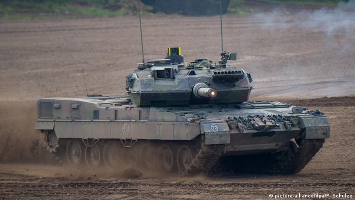 Deutschland Kampfpanzer Leopard (picture-alliance/dpa/P. Schulze)