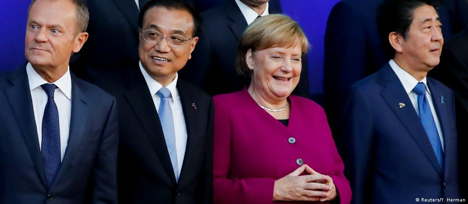 German Chancellor Angela Merkel stands next to Chinese Premier Li Keqiang and Japanese Prime Minister Shinzo Abe at the ASEM summit in Brussels (Reuters/Y. Herman)