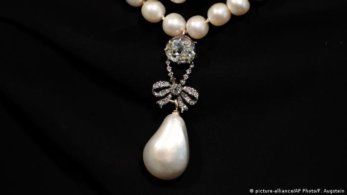 Marie Antoinette's Pearl (picture-alliance/AP Photo/F. Augstein)
