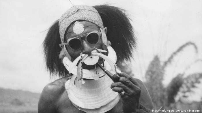 Big Man, Simbu Province, Neuguinea, Ozeanien. Foto: Petrus Beltjens, 1950-1955, Archiv Societas Verbi Divini, Sammlung Weltkulturen Museum Big Man (Sammlung Weltkulturen Museum)