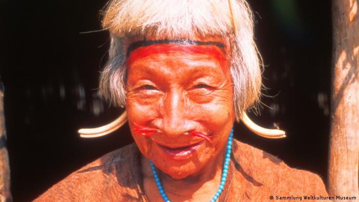 Ältere Frau aus Bolivien, Südamerika Ältere Frau aus Bolivien, Südamerika, Unbekannter Fotograf, 1969. Sammlung Weltkulturen Museum (Sammlung Weltkulturen Museum)