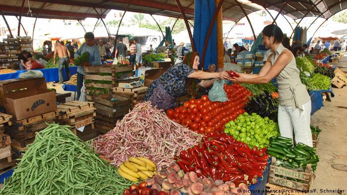 Türkei Markt in Ayvalik (picture-alliance/Arco Images/F. Schneider)