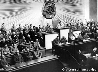 Выступление Гитлера перед нацистским рейхстагом в Кролль-опере в день начала Второй мировой войны 1 сентября 1939 года