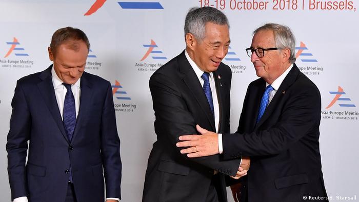 Brüssel EU schließt Freihandelsabkommen mit Singapur | Lee Hsien Loong, Donald Tusk und Jean-Claude Juncker