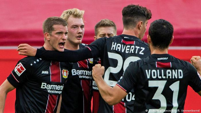 Deutschland Bundesliga Bayer Leverkusen - Hannover 96 | Jubel Lars Bender (picture-alliance/dpa/R. Vennenbernd)
