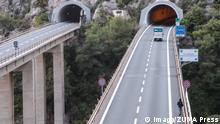Symbolbild Migrant überquert Italien-Frankreich-Grenze