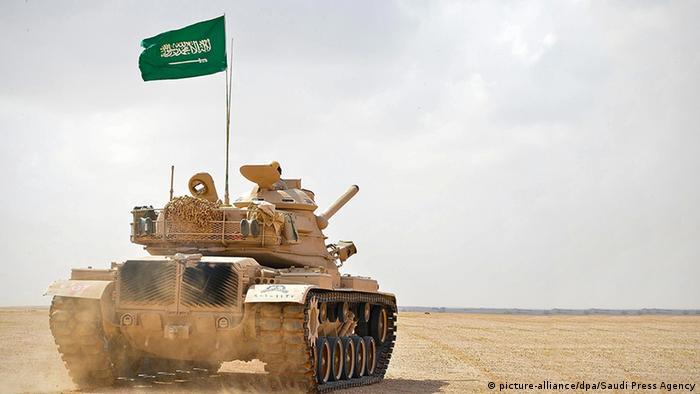 Saudi Arabien Militärübung saudischer Panzer
