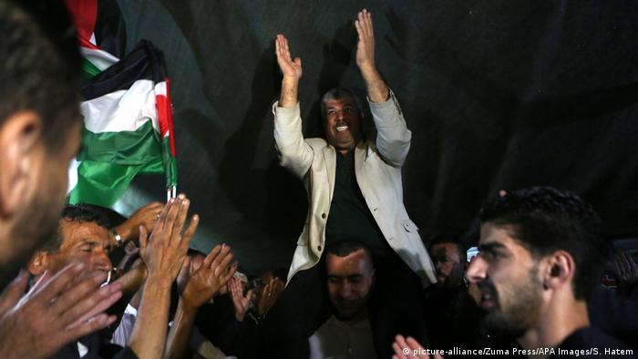 Palästinenser feiern die Entscheidung Neganjahus