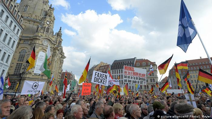 Deutschkland Pegida in Dresden (picture-alliance/AP Photo/J. Meyer)