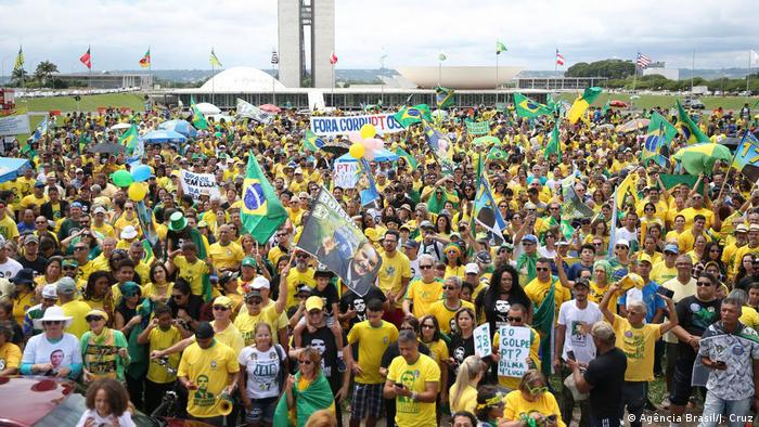Atos pró-Bolsonaro ocorrem em várias cidades do país