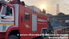 21.10.2018, Russland, Vladikavkaz: VLADIKAVKAZ, RUSSIA - OCTOBER 21, 2018: A firefighting vehicle by the Elektrotsink plant. A firefighter has died while battling a fire at the plant. Russian Emergency Situations Ministry/TASS Foto: Tass/TASS/dpa  