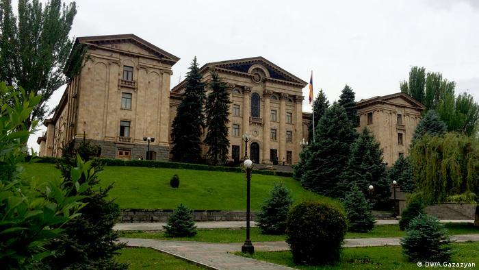 АРМЕНИЯ: Парламент Армении в первом чтении принял проект об уголовной ответственности за нарушение карантина